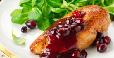 Pechuga de pollo en salsa de arandanos receta